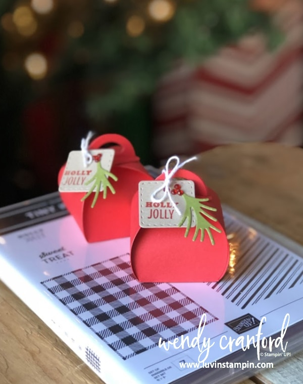 Mini Curvy Keepsake christmas table decoration.  Perfect for setting out on a plate or table for added holiday cuteness. #christmastabledecoration #stampinup #luvinstampin