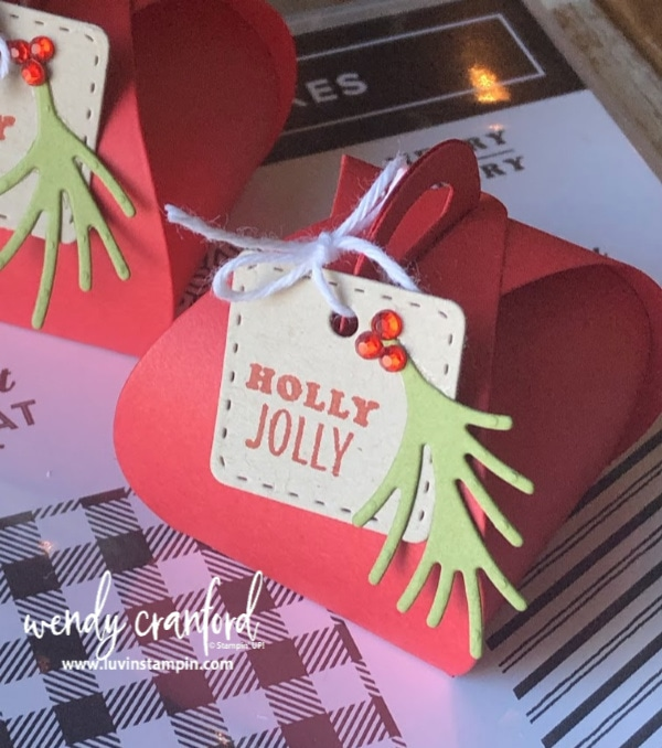 Mini Curvy Keepsake christmas table decoration.  Perfect for setting out on a plate or table for added holiday cuteness. #christmastabledecoration #stampinup #luvinstampin#christmastabledecoration #stampinup #luvinstampin