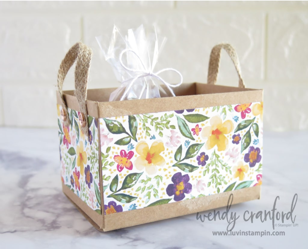 Gift box idea featuring the mini shipping box from Stampin' UP!