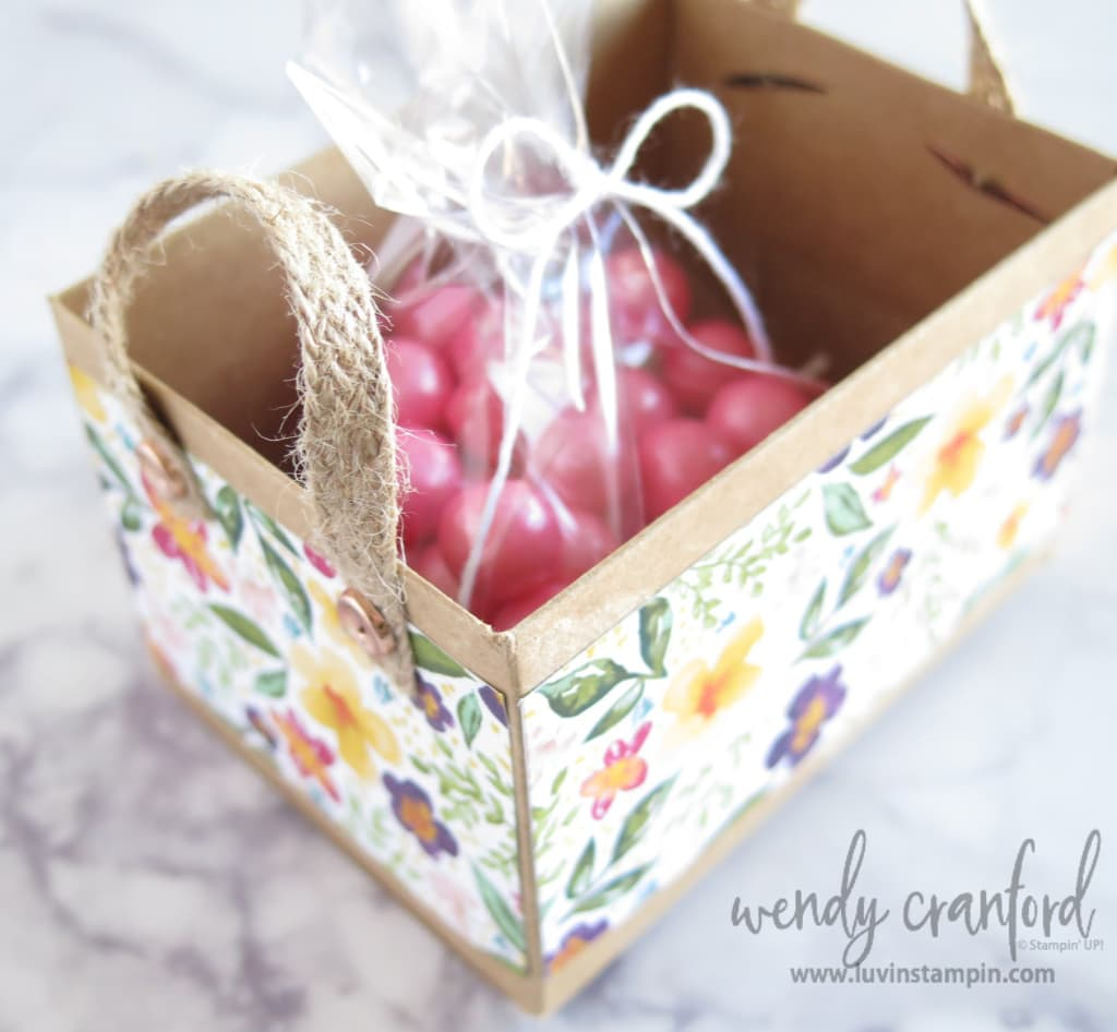 Fill gift box with candy or any other cute treat to give for a spring or easter gift.