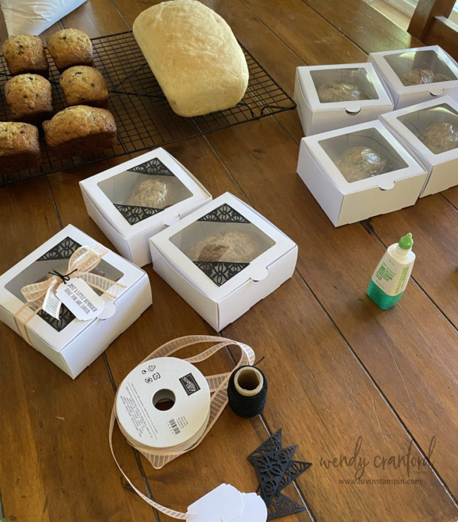 Giving a handmade baked good in pretty packaging is so fun.